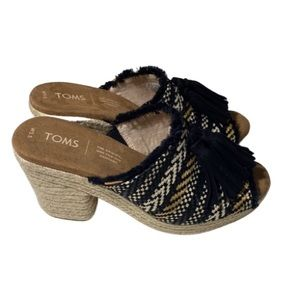 TOMS BLACK GEOMETRIC TASSEL JUNIE WEDGE 5.5